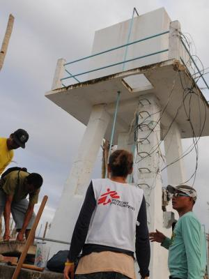 Cleaning wells in Guiuan