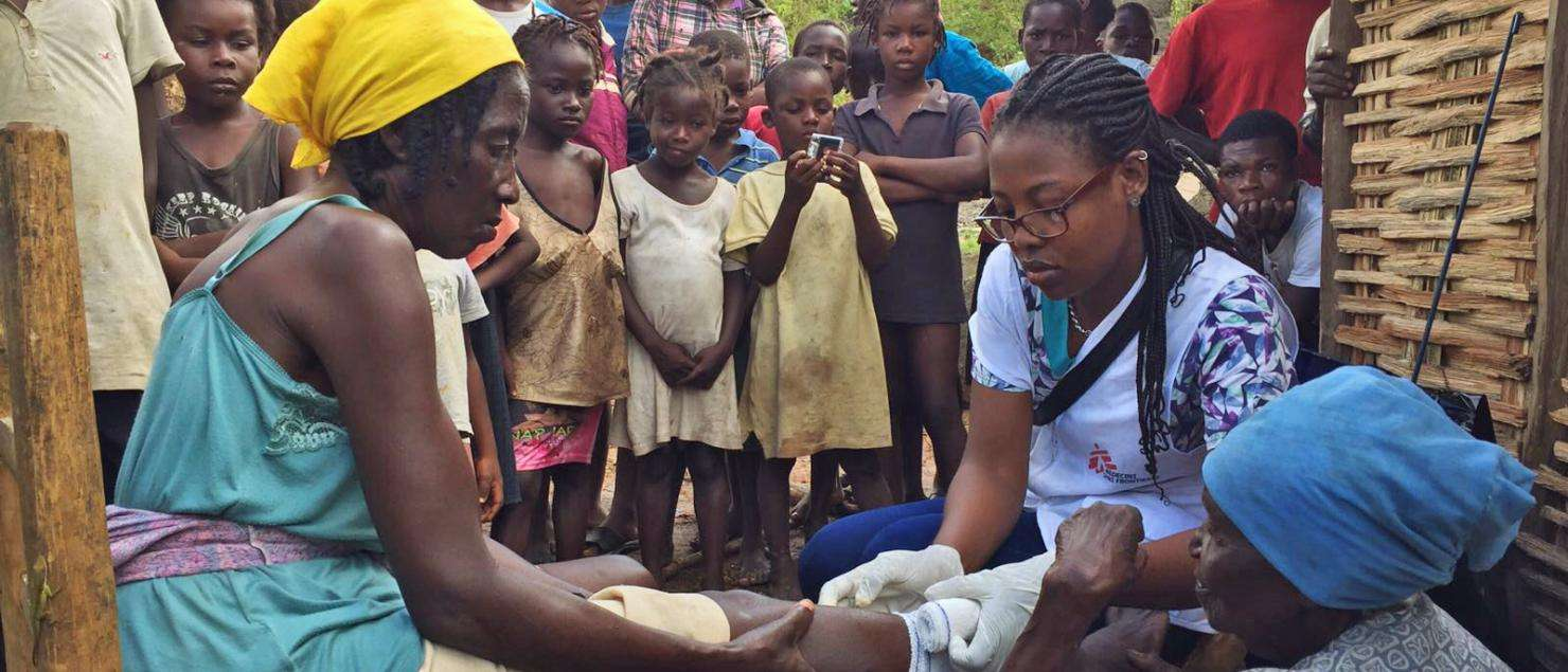A nurse treats a patient at the MSF mobile clinic in Haiti