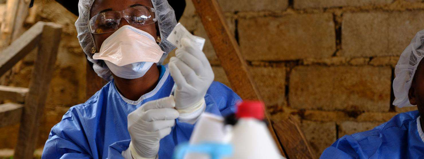 A health worker prepares an Ebola vaccine at the MSF-supported health center in Kanzulinzuli, Beni, DRC.