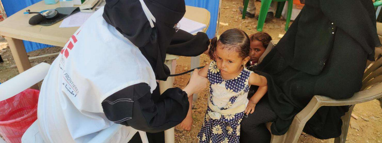 An MSF doctor examines a child during a mobile clinic for displaced people in Khudaish camp, Abs, Yemen. September 2020.