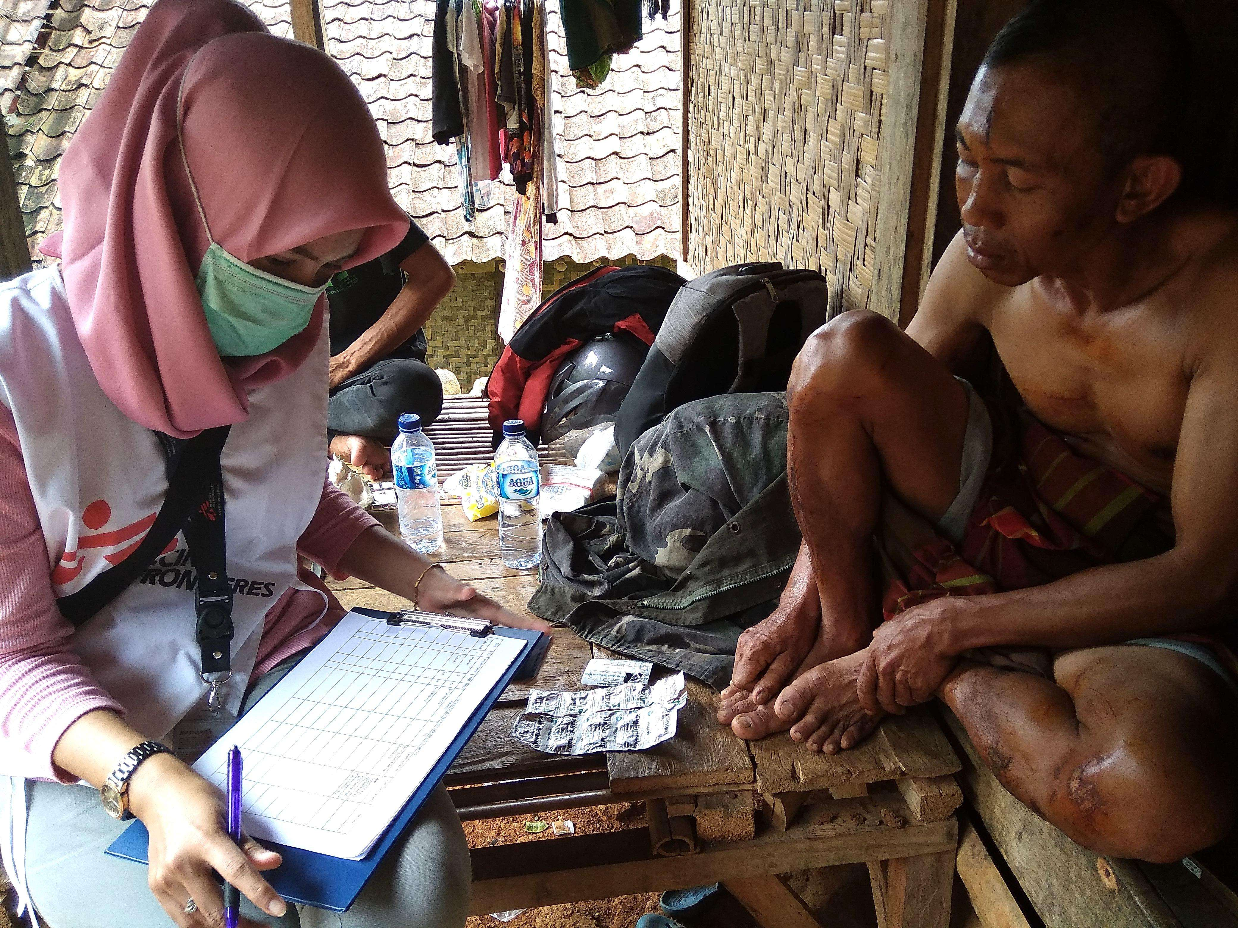 MSF midwife Dina Afriyanti interviews a man in Carita, Pandeglang district, one of the areas worst affected by the December 22 tsunami that struck Indonesia.