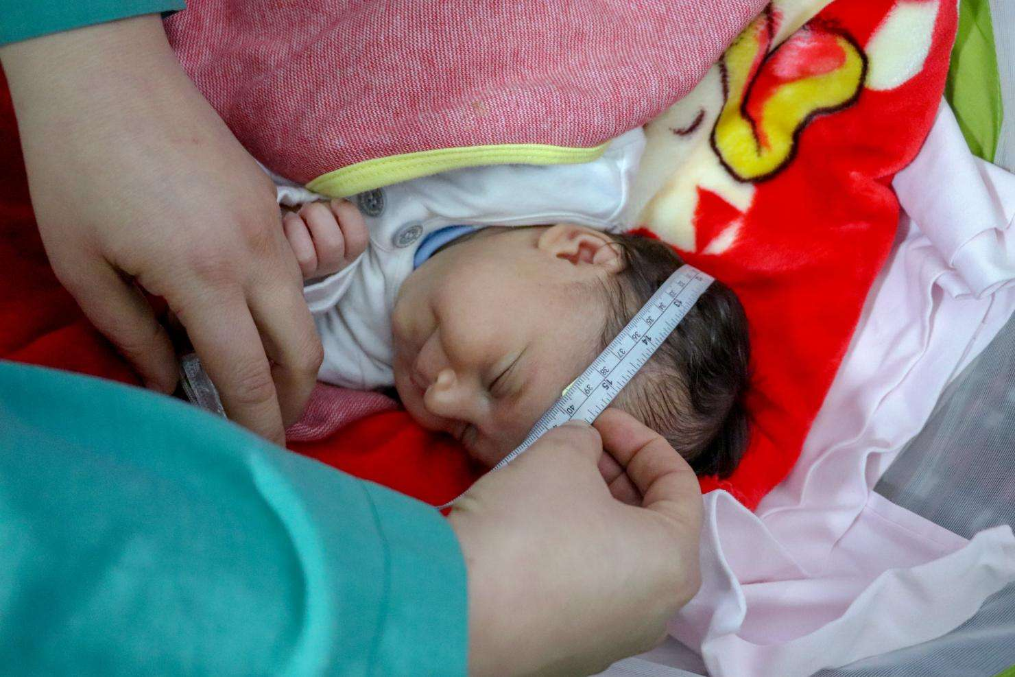 An MSF midwife cares for a newborn in Lebanon.