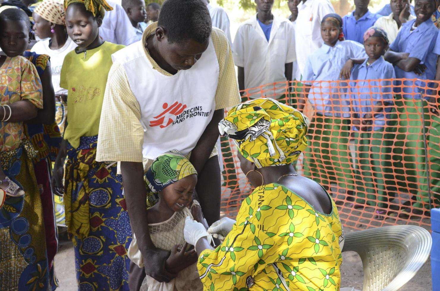 MSF staff provides comfort while a child receives meningitis vaccination