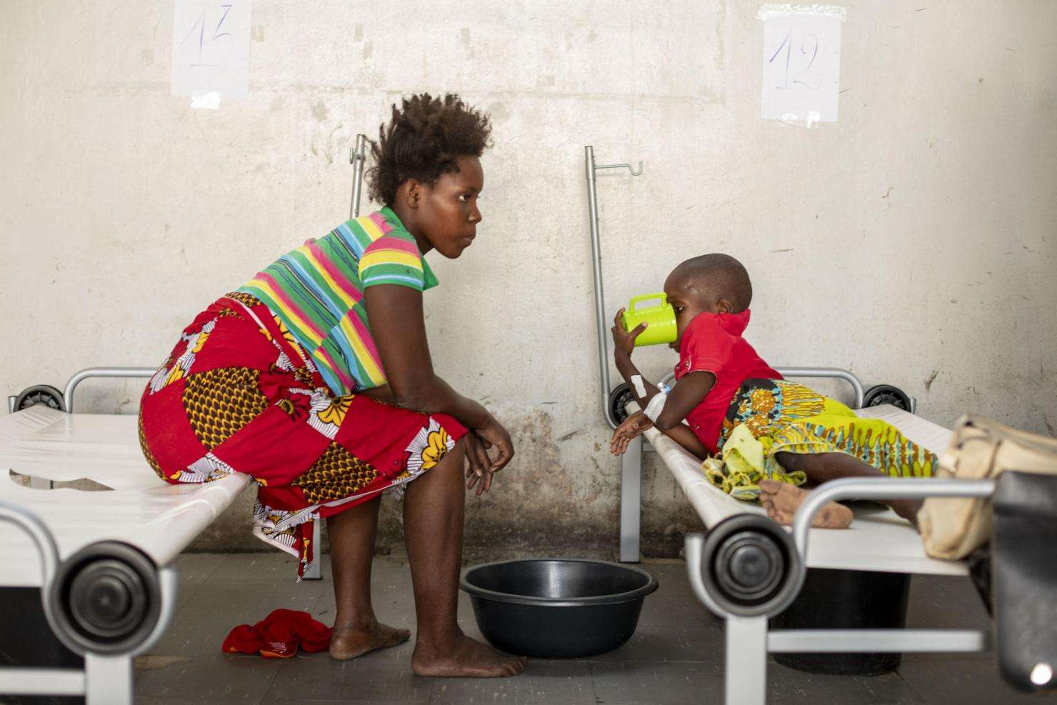 CARING FOR PATIENTS WITH  CHOLERA IN MSF'S MAR AZUL CHOLERA TREATMENT CENTRE, BEIRA