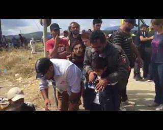Chaotic scenes at Greece/FYROM border | MSF receives 10 people injured by stun grenades