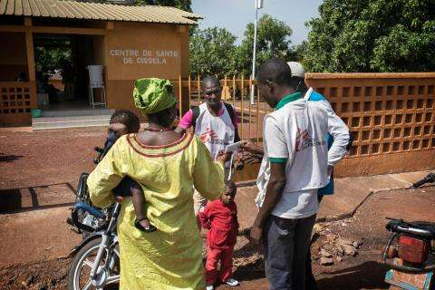 MSF staff talk with mother after her child received medical care