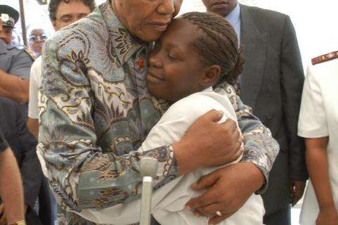 Nelson Mandela visiting MSF projects in Khayelitsha, South Africa.